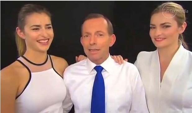 澳大利亚反对党领袖艾伯特以女儿美貌为卖点,为自己竞选拉选票。