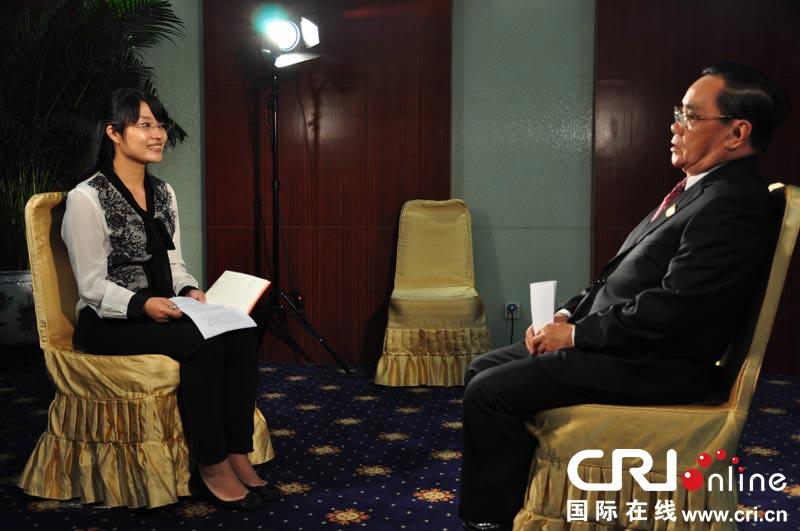 邢�9n�c.�.$�fa9lg�c.�fh_老挝总理通邢.塔马冯接受记者采访