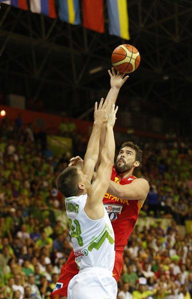 图文:[欧锦赛]西班牙负斯洛文尼亚 马克-加索尔出手