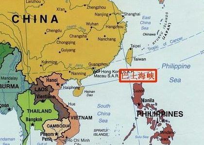 资料图:巴士海峡位于我国台湾岛与菲律宾吕宋岛之间.-中国神盾舰