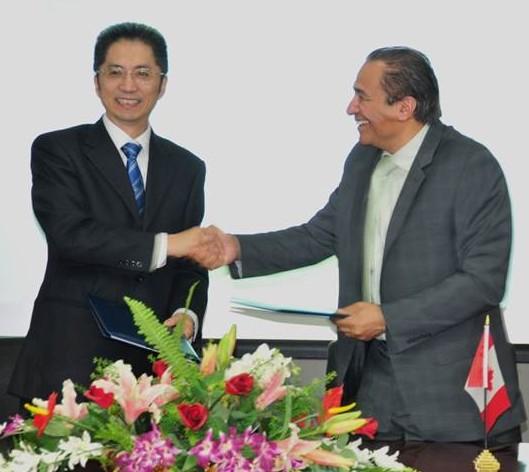 国家光伏质检中心主任吴建国先生(图左)CSA集团总裁兼首席执行官Ash Sahi先生(图右)
