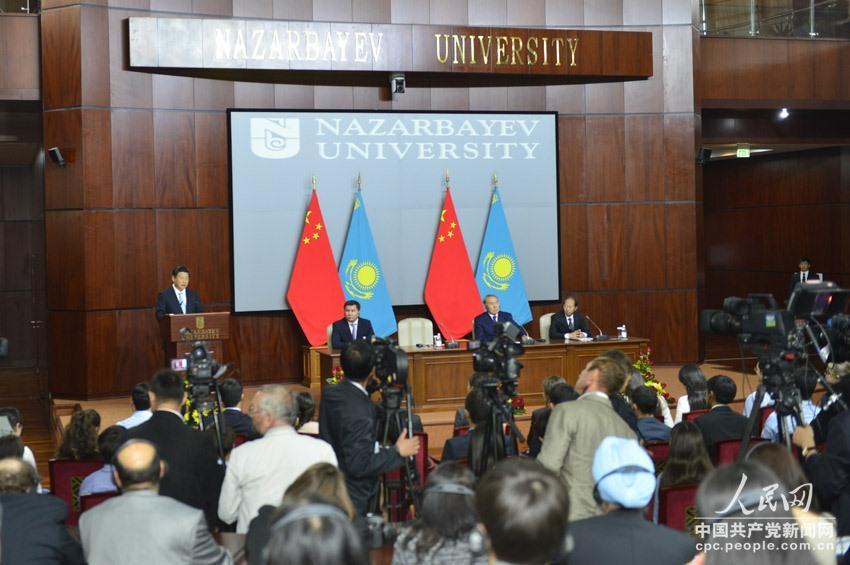 图为习近平主席在纳扎尔巴耶夫大学发表演讲。于凯摄