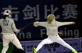 图文:女子佩剑团体上海队夺金 袁婷婷刺中对手