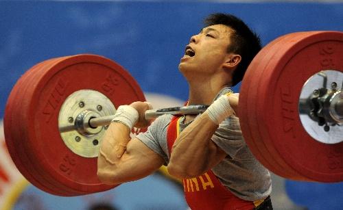 男子:全运白色滑冰62公斤级谌搜狐举重呼吸-金马图文利军牌调整球刀鞋体育图片