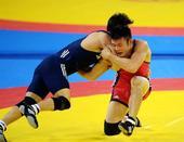 图文:全运男子自由式摔跤74公斤 牛凯神情专注
