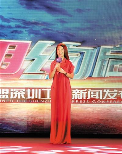 李湘又在事业上点亮了一把火,不过这不会阻碍她当个小女人。新京报记者 郭延冰 摄