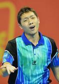 图文:全运乒乓球男单半决赛 许昕有些焦躁