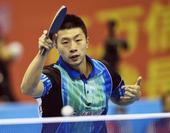 图文:全运乒乓球男单半决赛 马龙正手拉球进攻