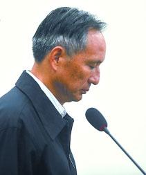 被告人张曙光在庭审中 新华社 图 本版稿件据新华社、央视