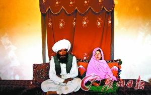 女孩 40岁/2005年9月,阿富汗11岁女童嫁给一名40岁男子的婚礼现场资料...