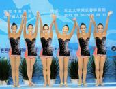 图文:艺术体操女子团体决赛 辽宁队员庆祝夺冠