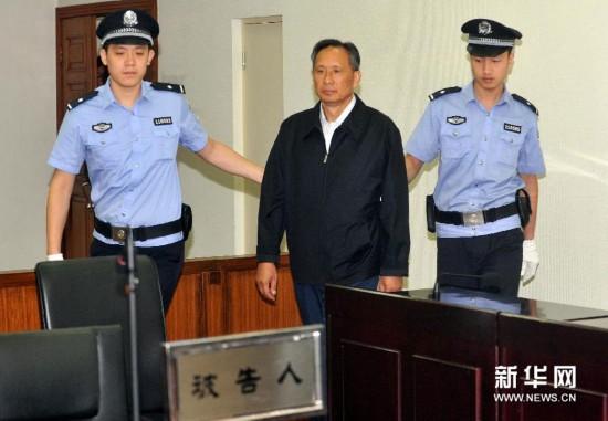 9月10日,被告人张曙光被带入法庭。新华社记者 公磊 摄
