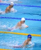 图文:男子4X100米混合泳接力 陈程在比赛中