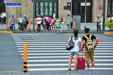 上海行人闯红灯一律直接处罚