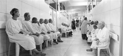 高品质白内障援外复明手术让世界惊叹爱迪眼科筹建首个外籍医生培训班