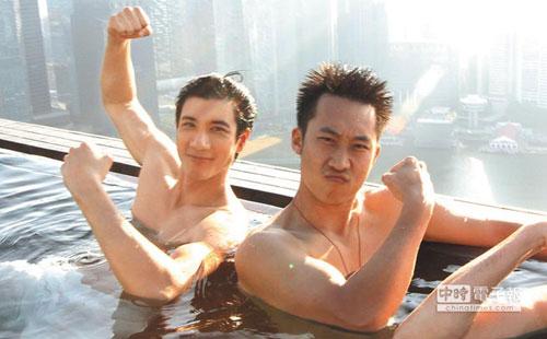 王力宏在《非常幸运》裸上身入镜,展现好身材。取材自网络