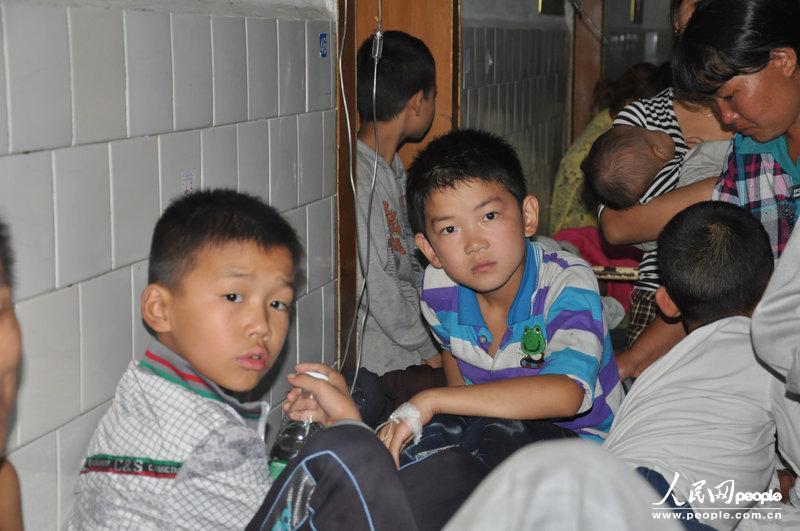 高清:湖南新化小学生疑似集体食物中毒已送医小学招生简章育才图片