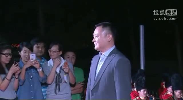 《小爸爸》庆功会 导演滕华涛亮相红毯