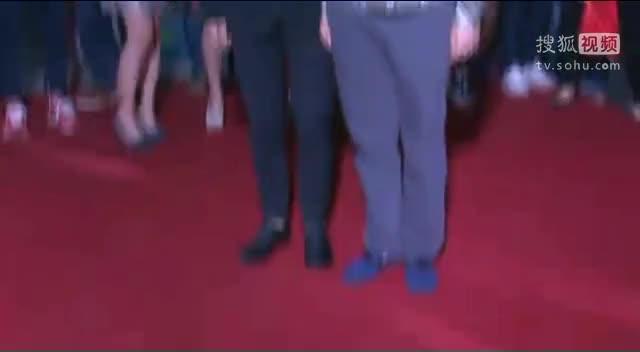 《小爸爸》庆功会 各主创亮相红毯