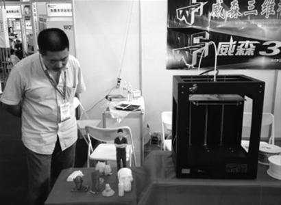 昨日,在制博会上,3D打印机亮相,其打印出来的人像非常逼真。