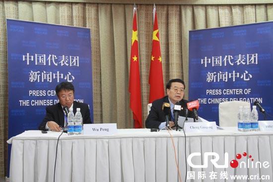 中国外交部副部长程国平右召开新闻发布会
