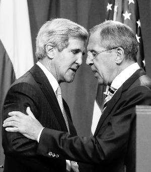 昨日,美国国务卿克里(左)和俄罗斯外长拉夫罗夫就叙利亚化学武器问题达成了一项协议。新华/法新