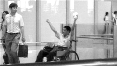 事发时,冀中星手持自制爆炸装置出现在首都机场。本报资料图片