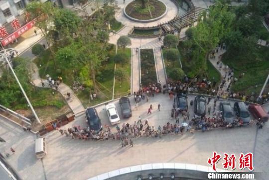 四川渠县客车事故致8死12伤