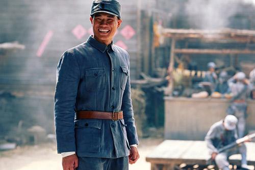 《向着胜利前进》谢孟伟定妆照图片