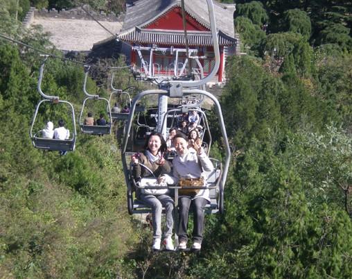 香山游客索道坠落身亡_香山缆车坠落致一人死 回应称其自行跳下(图)