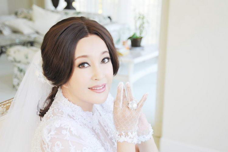 刘晓庆三级大片_刘晓庆杨幂刘诗诗范冰冰 女星婚纱照谁最美?(组图)