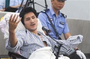 9月17日,被告人冀中星在庭审中回答公诉人提问 新华社发