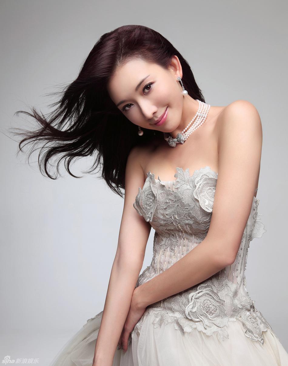 林志玲小清新写真曝光 蕾丝抹胸裙柔美奢华