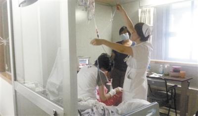 9月17日,北京协和医院病房,鲁若晴在医院接受治疗。新京报记者 王叔坤 摄