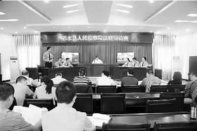 近日,四川省邻水县检察院举办公诉人法庭辩论赛,该院6支辩论队18名干警参加了辩论赛。此次辩论赛旨在提高公诉人的法庭对抗能力,推进公诉队伍建设。