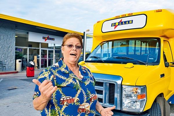 火奴鲁鲁国际机场的道乐穿梭巴士负责把客人送到准确的登机口