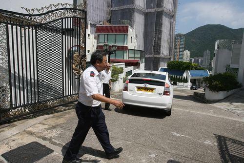 张清芳浅水湾丽景花园豪宅现场。香港《大公报》