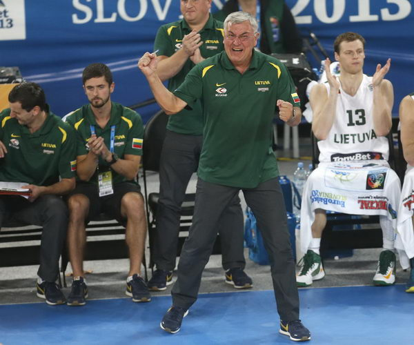 图文:[欧锦赛]立陶宛胜克罗地亚 尤纳斯兴奋