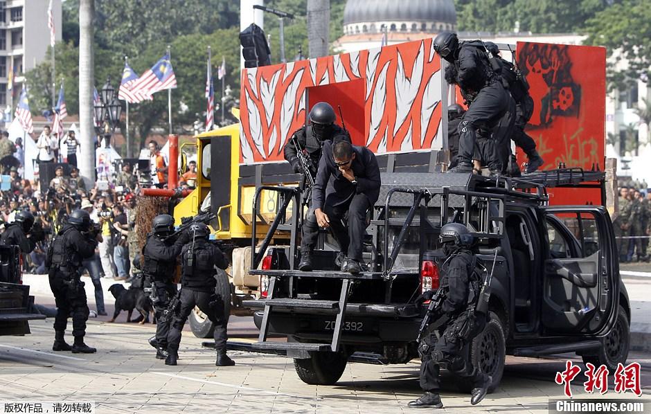 朝鲜阅兵式2013高清_马来西亚军队吉隆坡举行盛大阅兵式 庆建军80周年(组图)-搜狐滚动