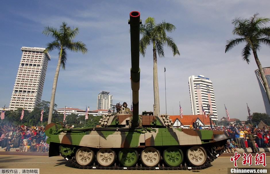 马来西亚军队吉隆坡举行盛大阅兵式 庆建军80