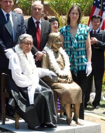 资料图:在美韩国市民团体在美国洛杉矶设置的慰安妇铜像