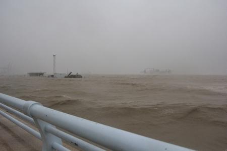 人民广场已完全泡在水里