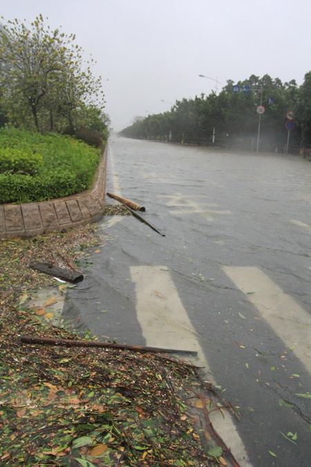 汕头内海湾海水已漫过汕头海滨路