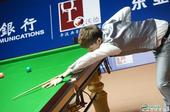 图文:上海大师赛丁俊晖夺冠 肖国栋在比赛中