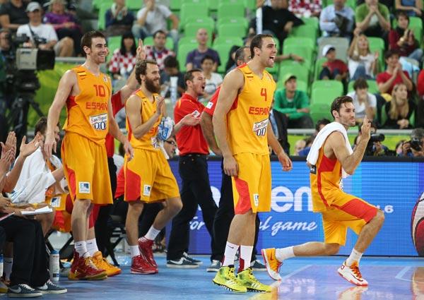图文:[欧锦赛]西班牙胜克罗地亚 费尔南德斯搞怪