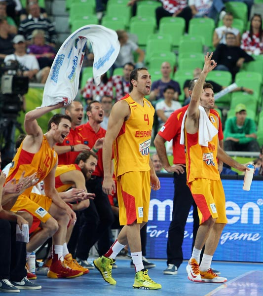 图文:[欧锦赛]西班牙胜克罗地亚 费尔南德斯庆祝