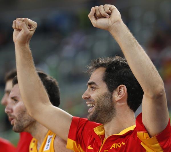 图文:[欧锦赛]西班牙胜克罗地亚 卡尔德隆兴奋