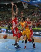 图文:[欧锦赛]西班牙胜克罗地亚 卢比奥传球