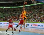 图文:[欧锦赛]西班牙胜克罗地亚 卢尔上篮