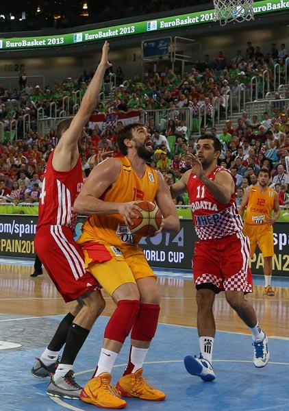 图文:[欧锦赛]西班牙胜克罗地亚 加索尔持球大叫